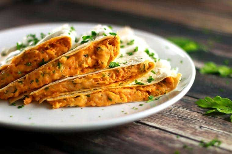 Cheesy Sriracha Chicken Quesadilla - Whether you've jumped onto the sriracha-loving bandwagon yet or not, you will absolutely love this quesadilla! Simple and easy to make, but it tastes amazing! | ScrambledChefs.com