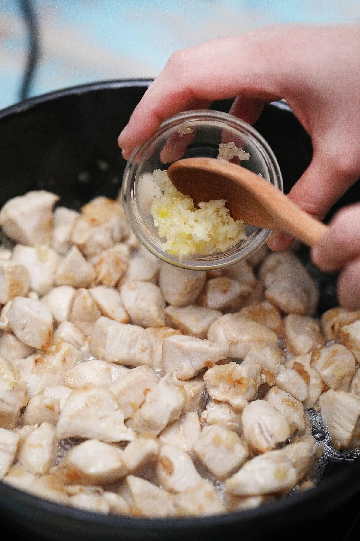 Adding garlic to chicken