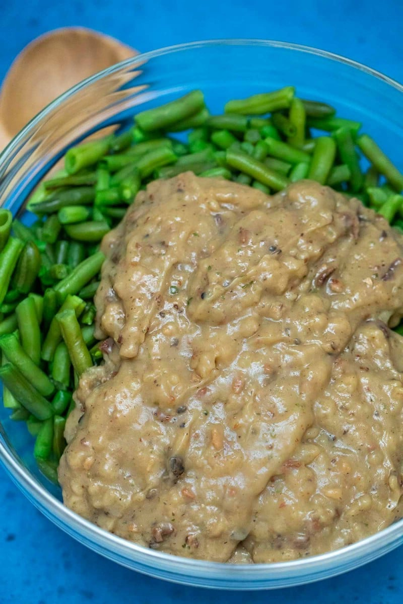 Green beans with mushroom soup in bowl