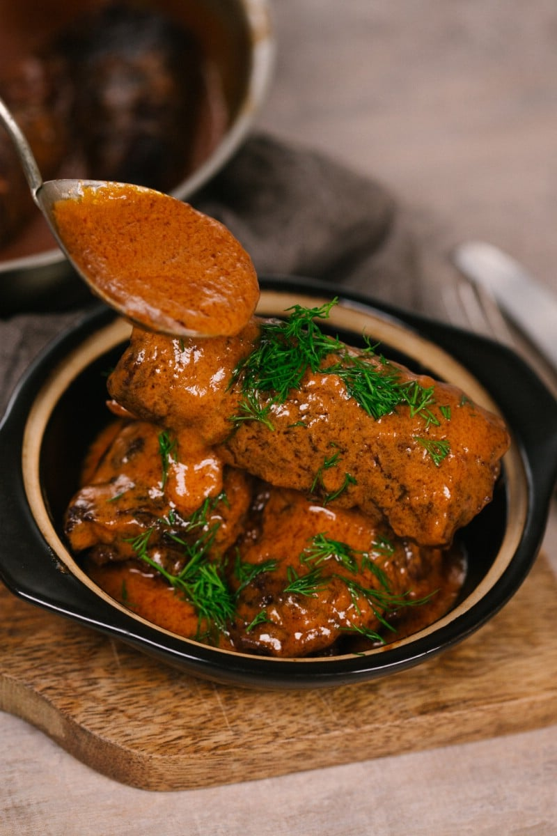Pouring sauce over rouladen