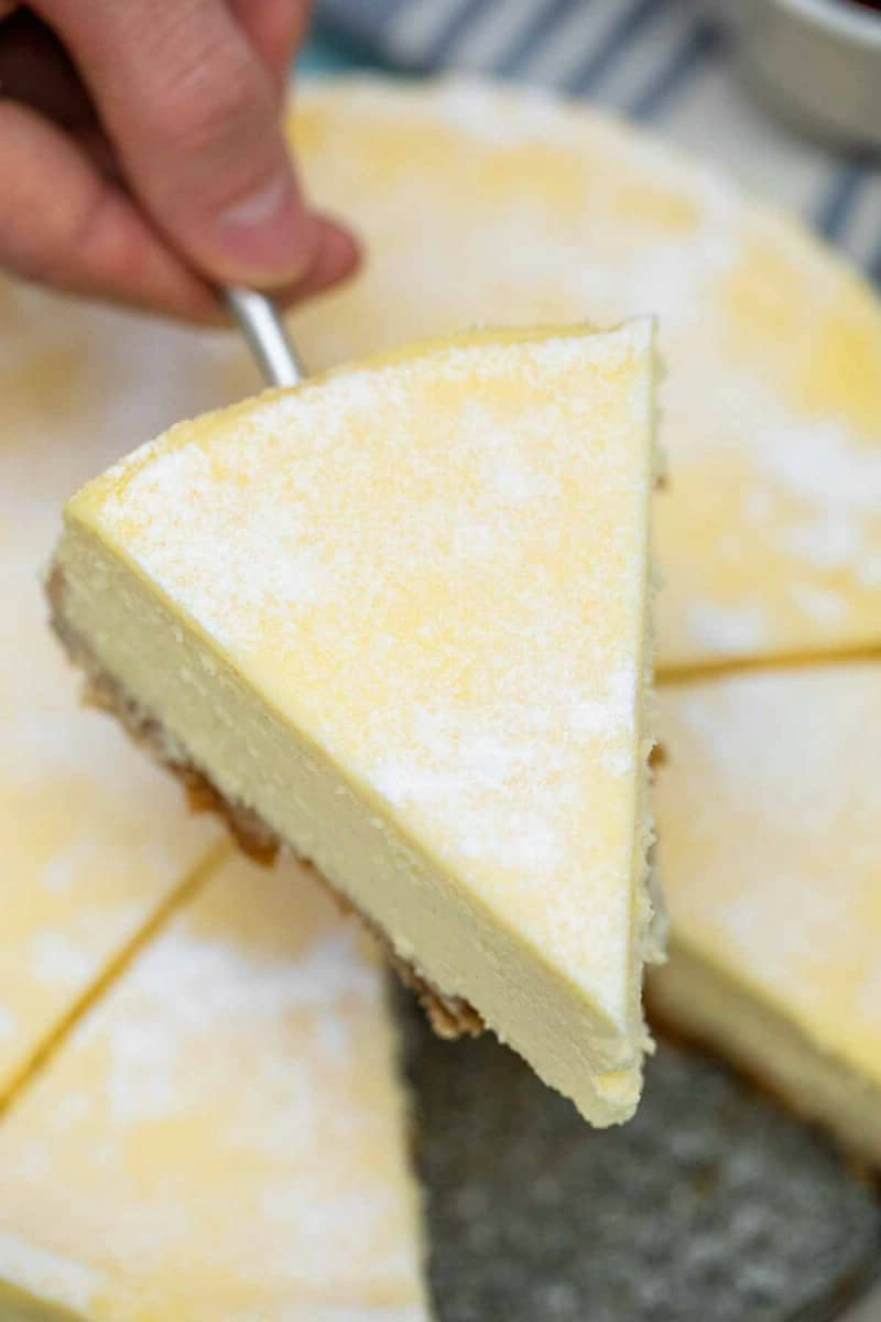 Removing slice of cheesecake from pan
