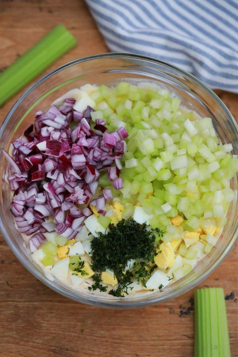Mixing vegetables with dressing