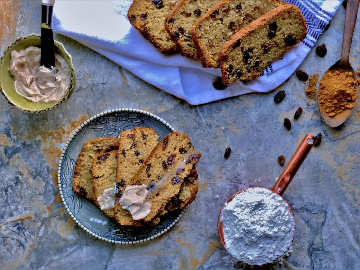 Sliced raisin bread on blue plate