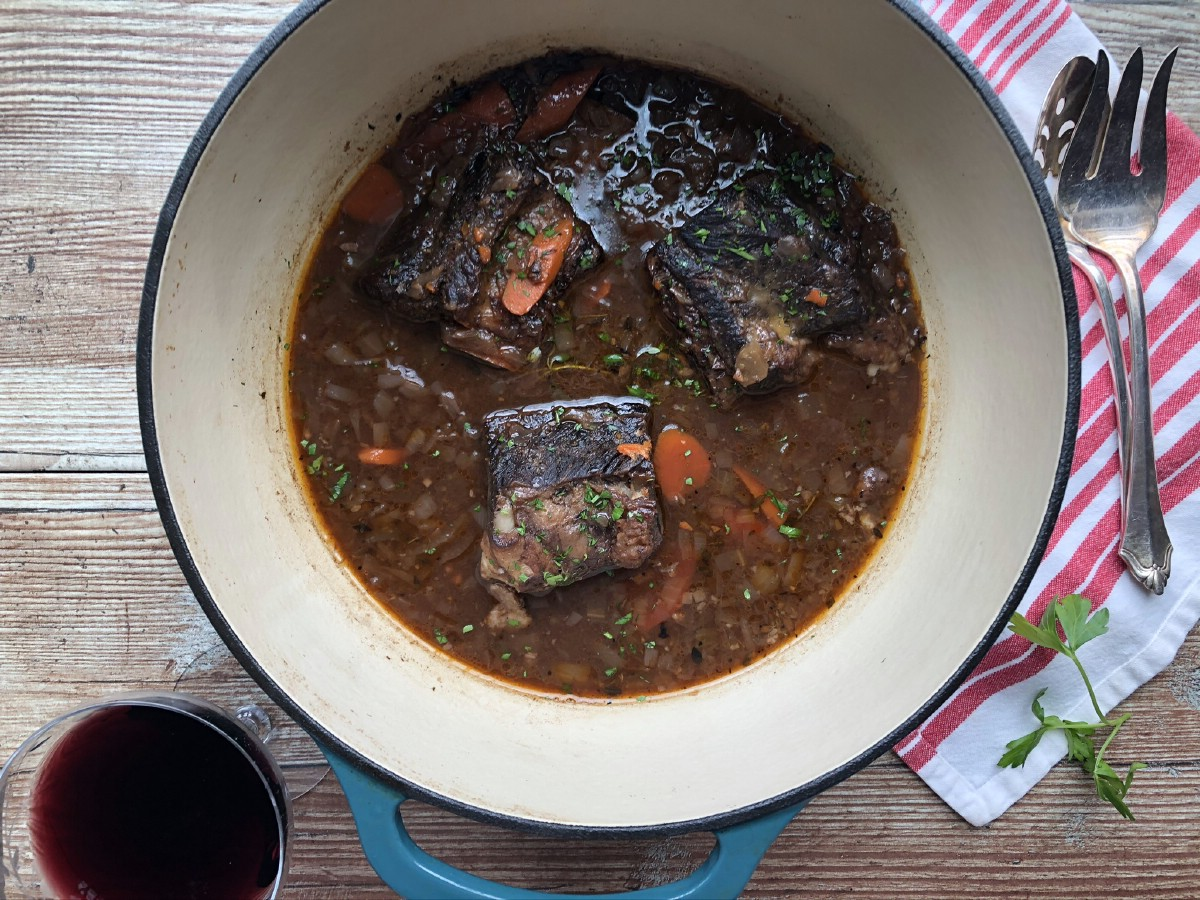 Short ribs in dutch oven
