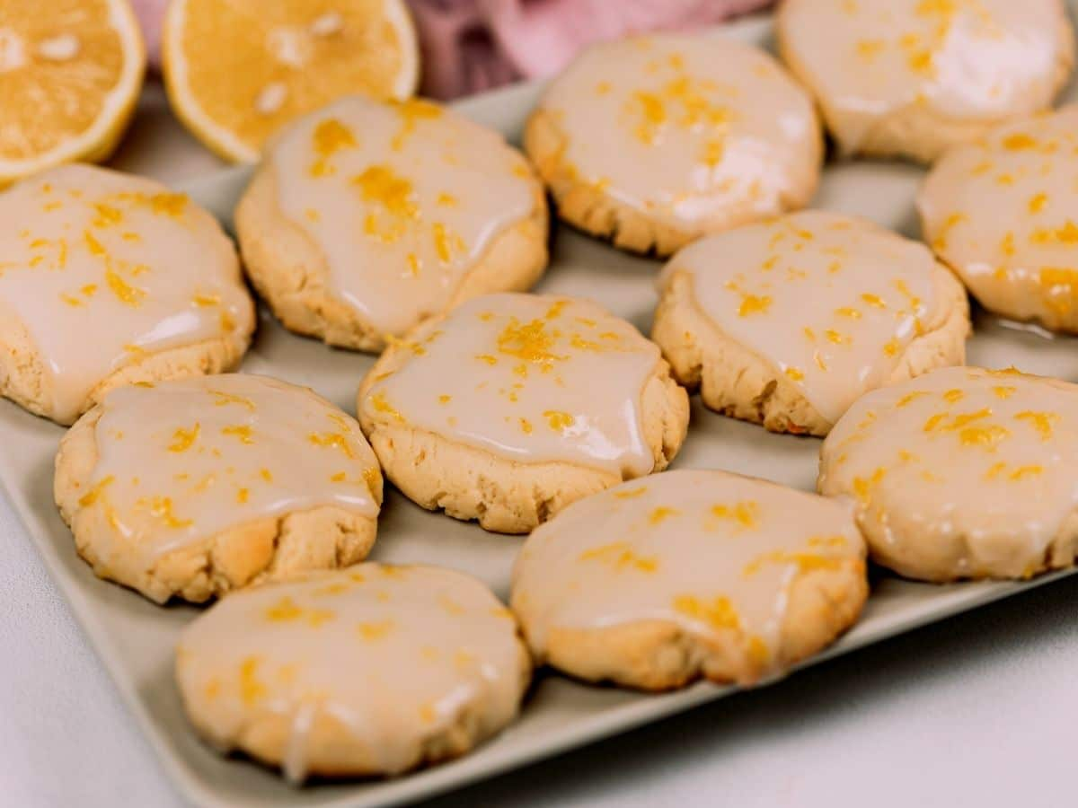 Fresh out of the oven lemon butter cookies.