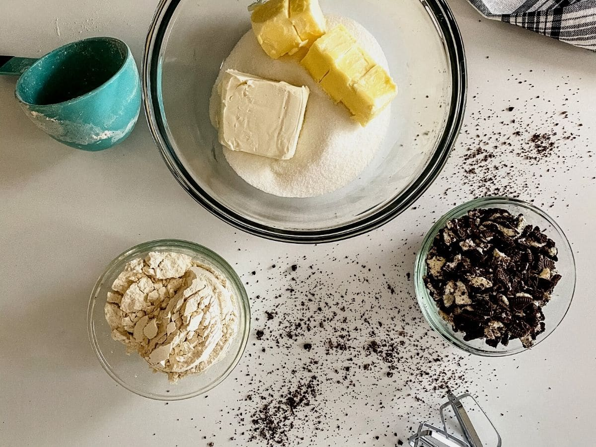 Ingredients for cookies and cream cookies on table