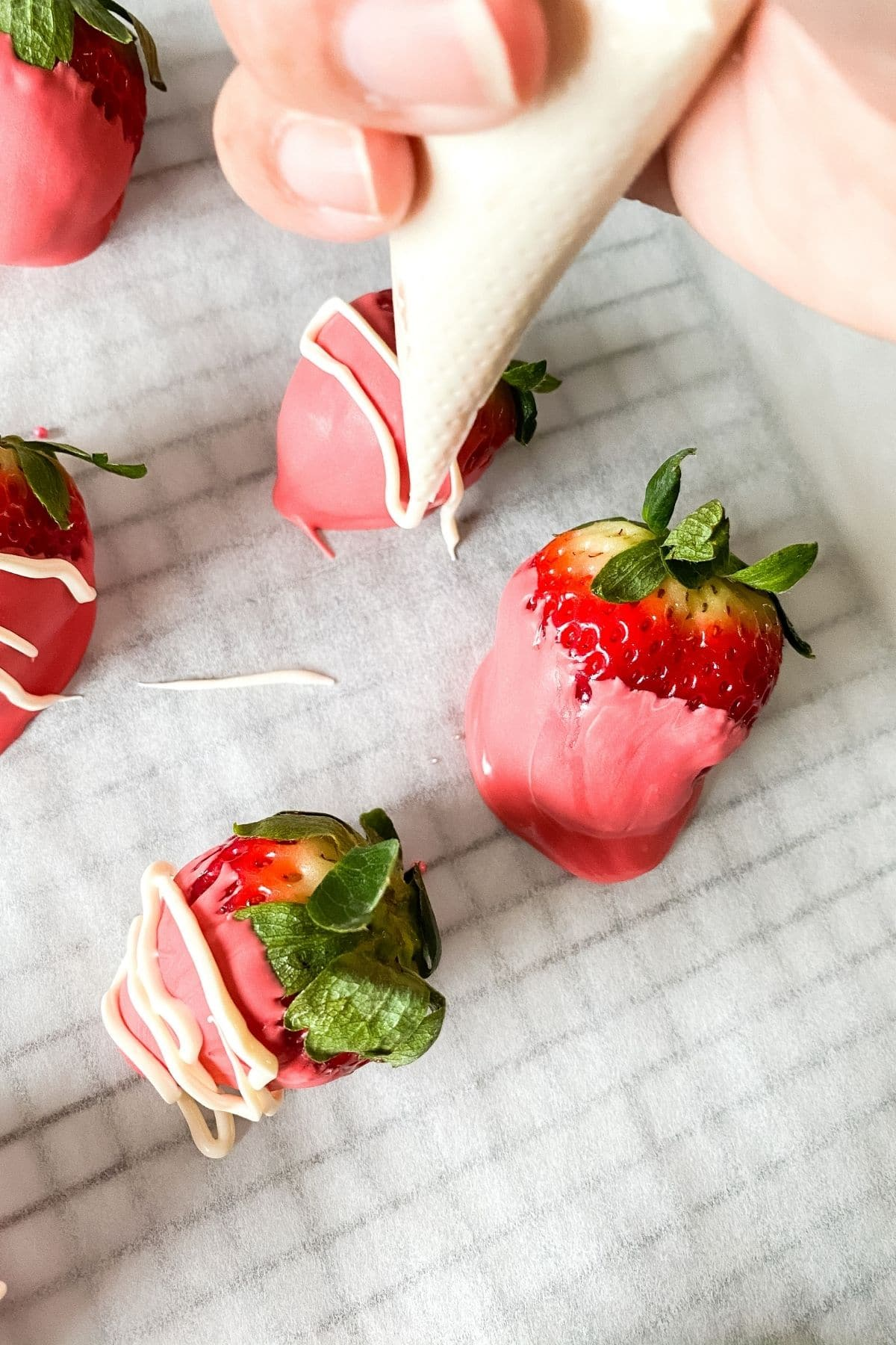 Adding white stripes to dipped berries