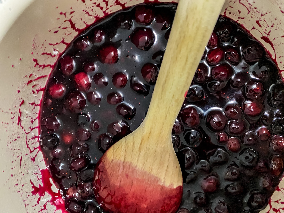 Blueberry compote in pan