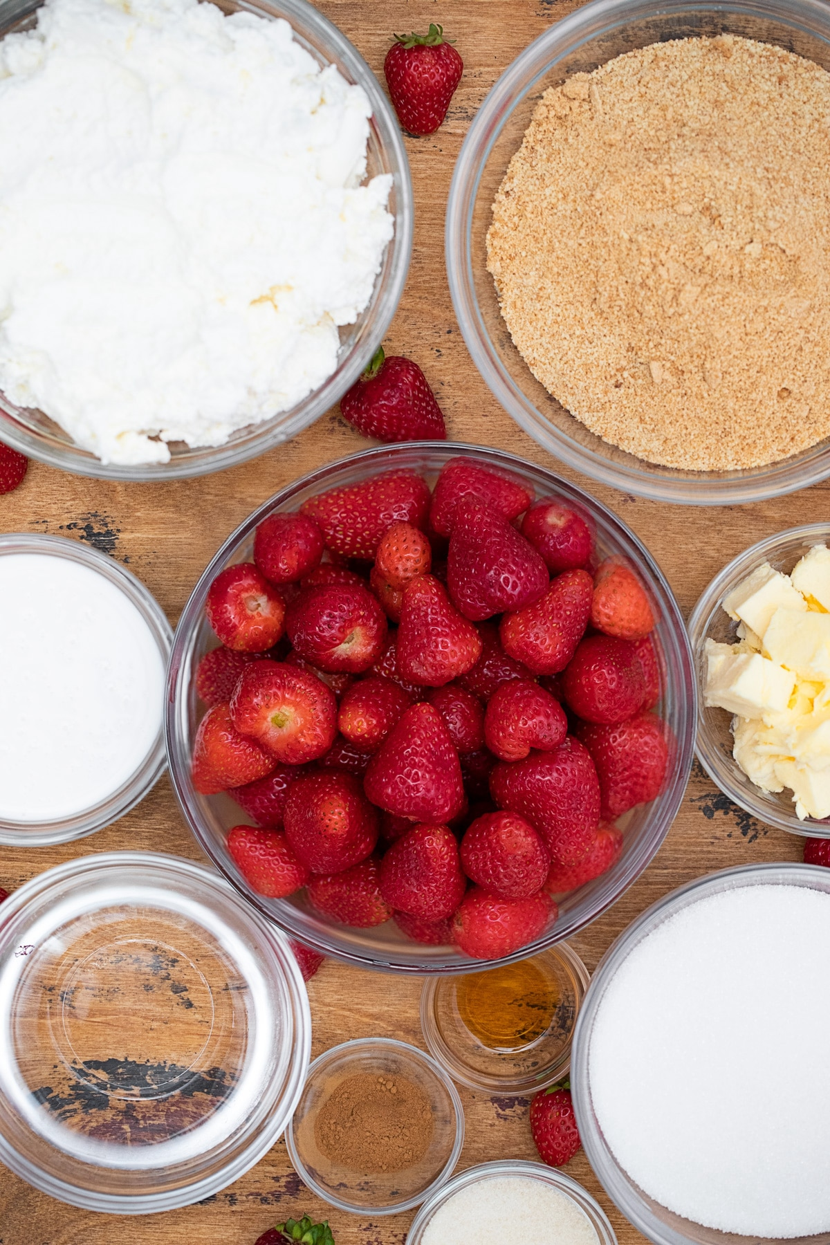 Ingredients for no-bake strawberry cheesecake