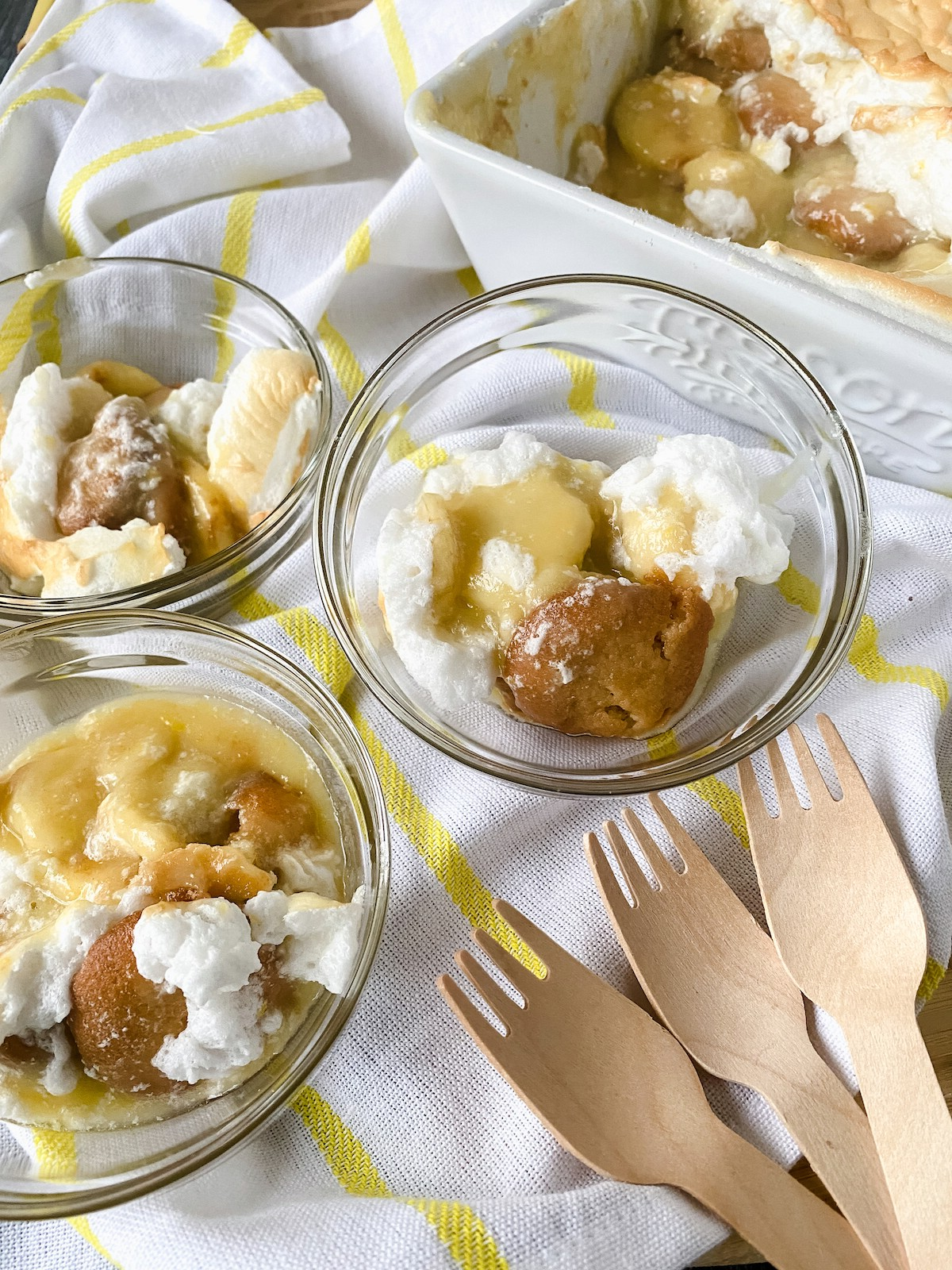 Overhead picture of banana pudding in glass bowls