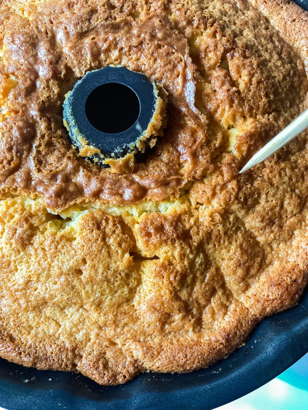 Poking holes into bundt cake