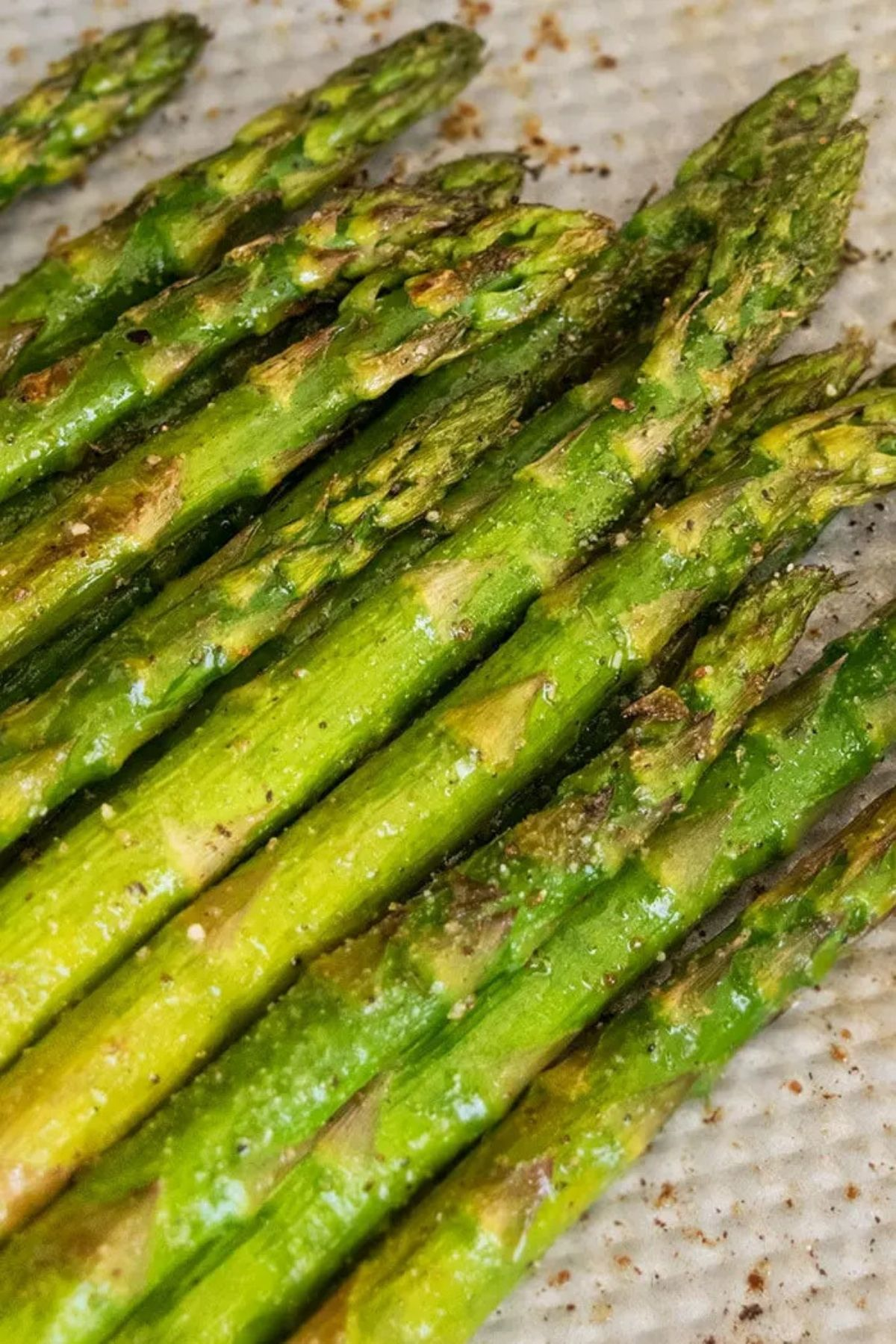 Stacked asparagus on paper towel