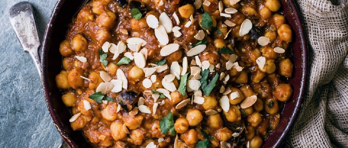 Chickpeas With Dates, Turmeric, Cinnamon, and Almonds